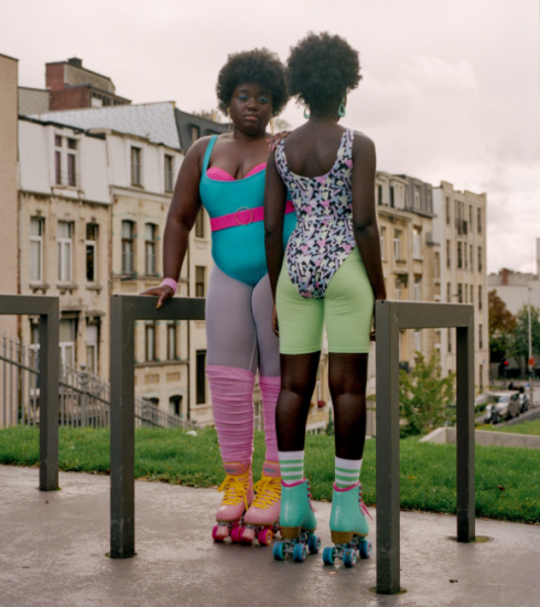 Deze fotografe en styliste brengen een ode aan onze absurde lockdowngewoontes