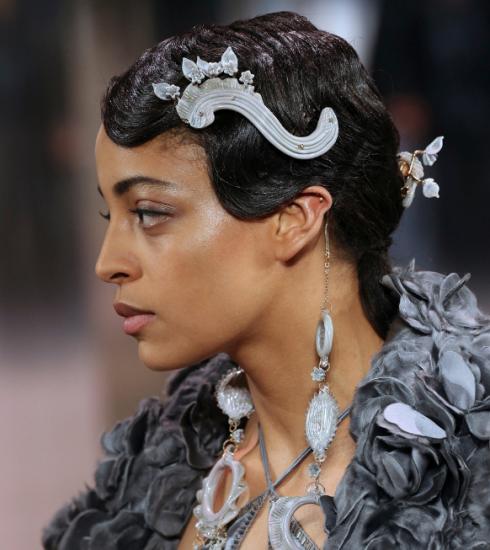 Gespot: de opvallendste haartrends tijdens de haute-coutureweek