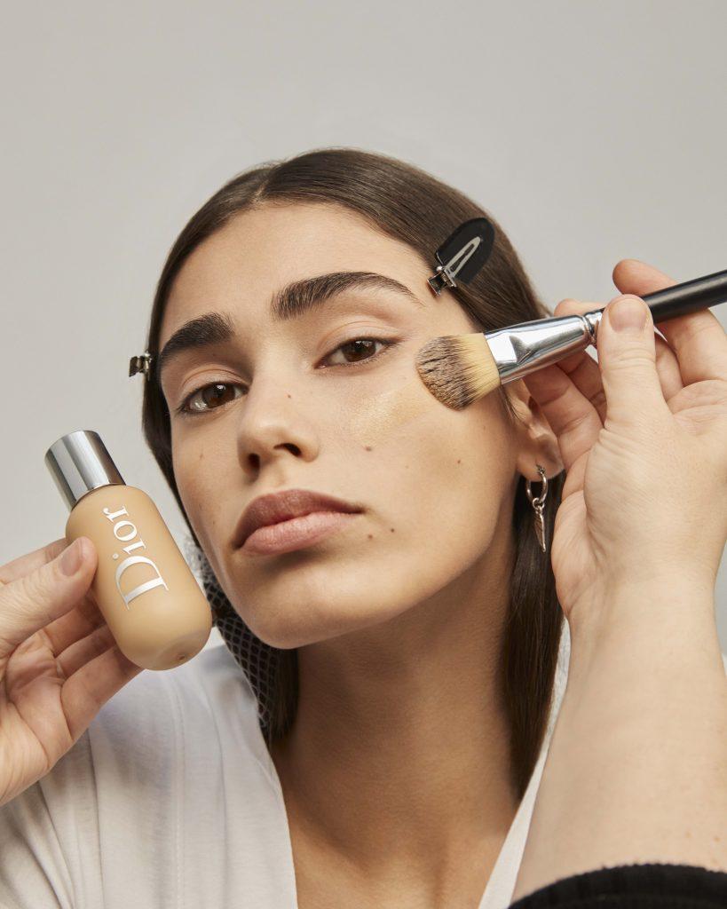 Zo creëer je zelf de make-uplook van de Dior FW21/22-show - 1