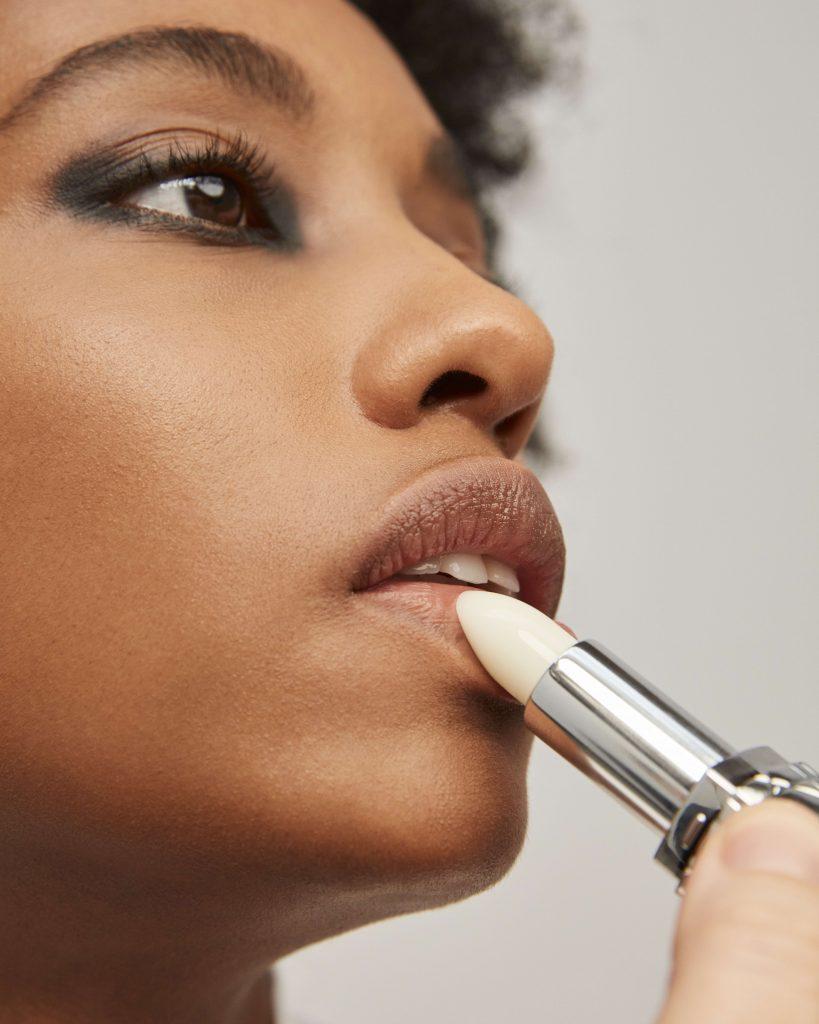 Zo creëer je zelf de make-uplook van de Dior FW21/22-show - 2