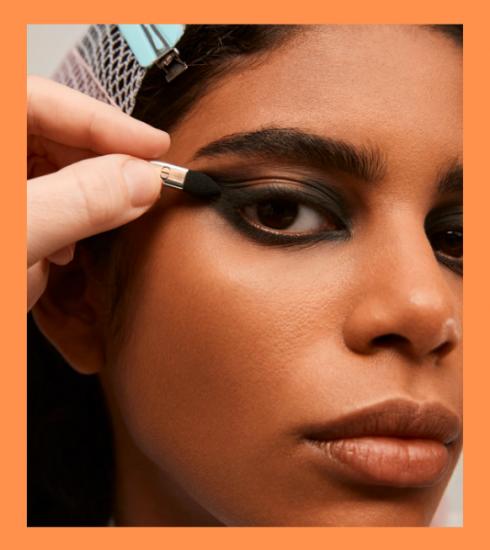 Zo creëer je zelf de make-uplook van de Dior FW21/22-show
