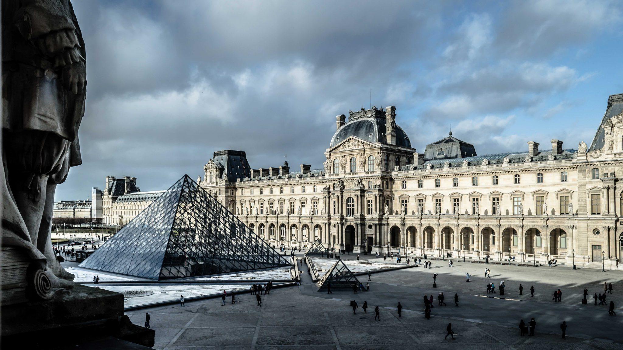 Met Laurence des Cars krijgt het Louvre voor het eerst een vrouwelijke directeur - 1