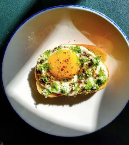 Pesto eggs, het nieuwe recept dat viraal gaat op TikTok