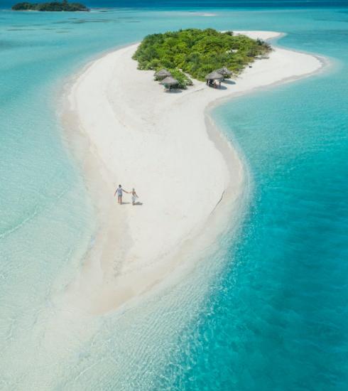 Deze 7 plaatsen staan wereldwijd bekend om hun helderblauwe stranden