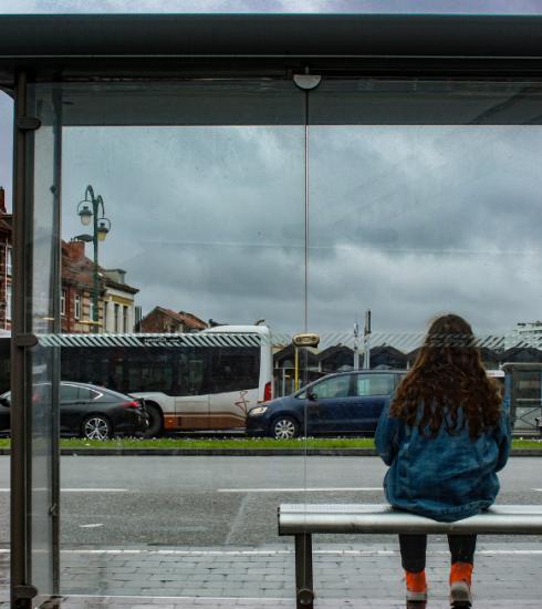 Helft van de Belgische meisjes neemt omweg uit schrik voor seksuele intimidatie