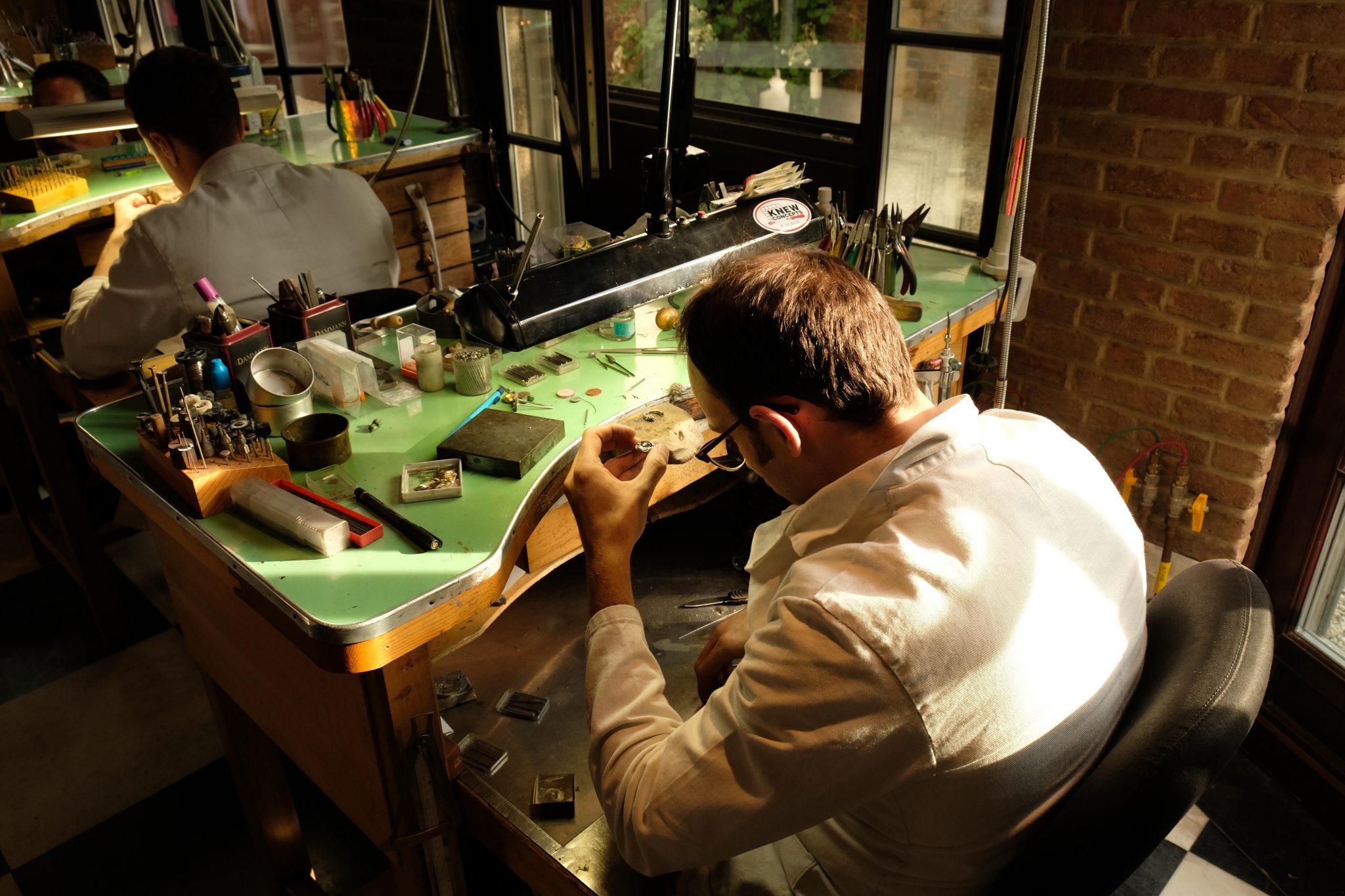 In dit atelier in Brussel ontwerpen jullie zelf jullie trouwringen - 1