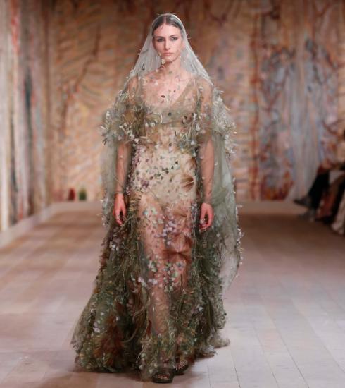 Dior FW21/22 haute couture: een exuberante ode aan ambacht en creativiteit