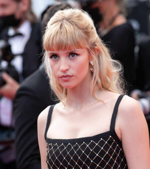 Angèle straalt in Cannes