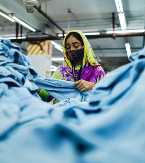 Grote winkelketens ondertekenen akkoord voor veiligheid in kledingfabrieken