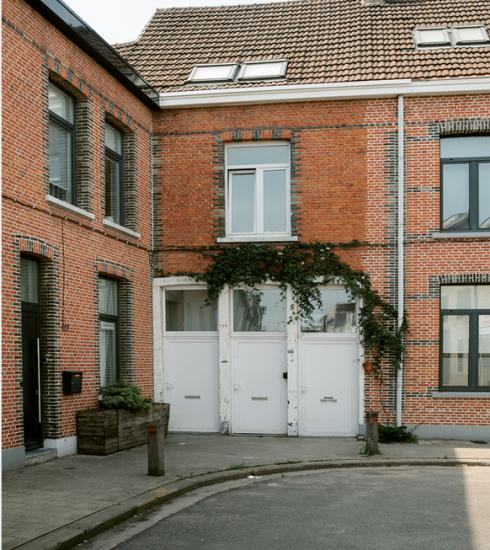 Bekijk nu al 5 'Ugly Belgian Houses' uit het vervolgboek van Hannes Coudenys