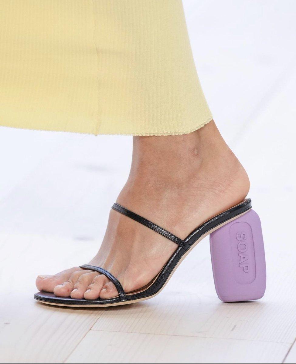 De leukste schoenen spotten we bij Loewe SS22 - 2